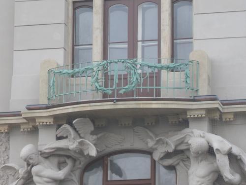 Balkonové zábradlí - Fantova Budova na Hlavním nádraží
