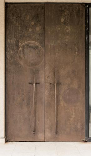 Leptané dveře (restaurované) - smuteční síň v Třebíči
