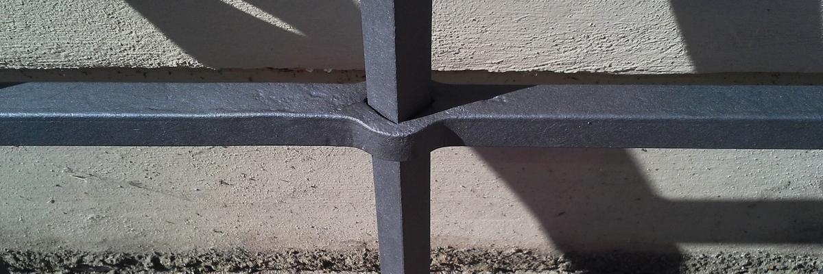 Kovaná probíjená mříž - detail